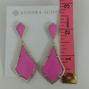Kendra Scott Jewelry - NWT Kendra Scott - Alexa Gold Magenta Earrings